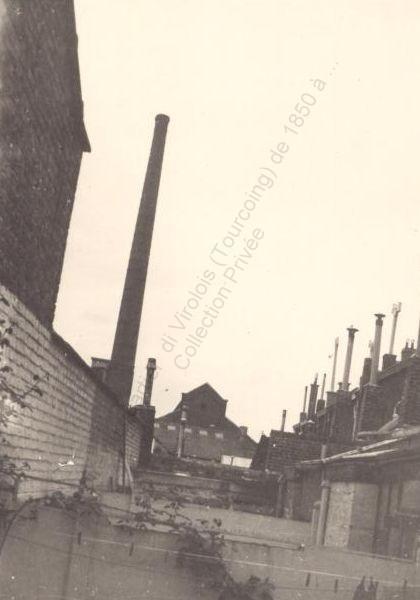 cheminée contre maisons rue du CAIRE 1973