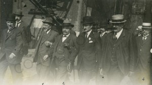 M. Millerand lors d'une visite des établissements Masurel frères à Tourcoing