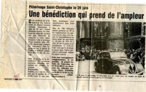 Bénédiction des voitures Saint Christophe Tourcoing 59200 La Voix du Nord Juin 2000  une bénédiction qui prend de l'ampleur