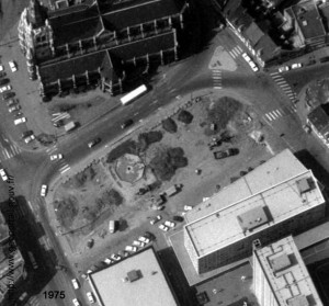 la place à l'enplacement des halles en 1975